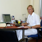 Olaf Carstensen in seinem Sprechzimmer